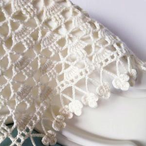 初爱 第一次一针没拆就可以钩完的好织好看钩针三角花朵流苏披肩