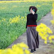 可搭配各种花色长裙的女士棒针麻花短款毛衣